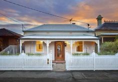Victorian Cottage - Photo of a corrugated iron house exterior from real Australian home - House Facade photo 1603029 Exterior Color Schemes, Exterior Paint, Building Exterior, Colour Schemes, Facade Design, House Design, Cottage Design, Exterior Design, Small Cottage Homes