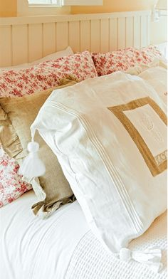 Soft linens. Adore the plump tassels on pillow.
