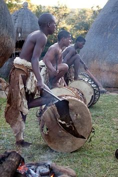 Zulu people refer to themselves as 'the people of the heavens' and they are the largest ethnic group of South Africa, with an estimated 10 million Zulu residents What Is Today, African Tribes, Kwazulu Natal, African Culture, East Coast, South Africa, History, Mind Maps, Clouds