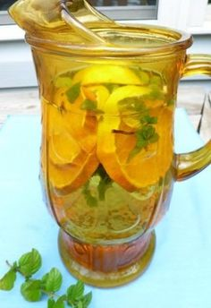 Stay hydrated with herbal teas . keep a pitcher in the fridge for a quick thirst quench Natural Detox, Natural Healing, Holistic Healing, Healthy Drinks, Healthy Tips, Herbal Tea Benefits, Herbal Teas, Low Calorie Smoothies, Herbal Magic
