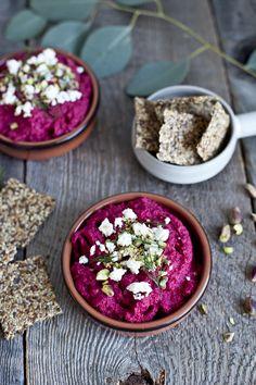 Hummus maison à la betterave et craquelins santés lin, chia & chanvre