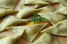 Ravioli alla menta Miętowe ravioli z ricotta i cytryną Mint ravioli with lemon flavored ricotta