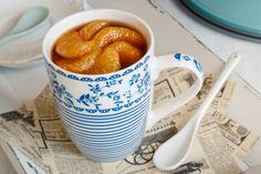 Tradiční puding jen ze smetany, vajíček a trochy cukru servírovaný v hrnečku (vyberte si u nás nějaký nový). Potěší všechny chřipkové marody. V okamžiku, kdy ztratíte chuť k jídlu a nemůžete polykat, je pudink skvělým osvěžením. Je hebký a šťavnatý, a ještě si javorový sirup můžete nahradit zázvorovým.