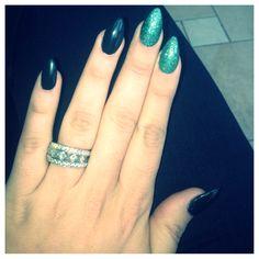 Stiletto nails :) green & sparkles