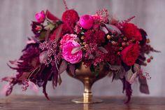 Rich Samba Red And Vivacious Berry Wedding Tablescape Inspiration - Weddingomania Berry Wedding, Purple Wedding, Floral Wedding, Wedding Colors, Fall Wedding, Wedding Flowers, Sangria Wedding, Valentines Day Wine, Valentines Day Weddings