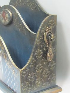 Its just a Pic, but pretty idea Decoupage Box, Decoupage Vintage, Handmade Home Decor, Handmade Art, Inspiration Artistique, Altered Boxes, Craft Bags, Box Art, Painting On Wood