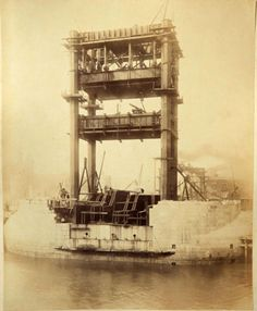 Never before seen photographs of the construction of Tower Bridge being constructed have been unveiled after a stash of hundred-year-old photos were found in a skip. Victorian London, Vintage London, Old London, London City, Victorian Era, Old Pictures, Old Photos, Vintage Photos, Tower Bridge London