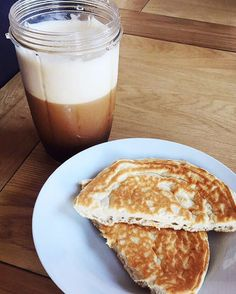 (@shannonbeer_ff) huge 1 carb snickerdoodle protein pancake and a 0 cal hazelnut iced coffee. Yes I realise my pancake is severely lacking in toppings but we've ran out of everything and it was tasty enough anyway! used the #1carbwaffle recipe that @mariewoldfitness & @amandabuccifit use: 1 scoop @pescience snickerdoodle protein, 1 egg, baking powder + lil bit of water 👌🏻👌🏻 #selectthebest MyFood lågkalori