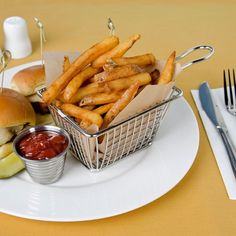 American Metalcraft x 3 x Mini Rectangular Stainless Steel Fry Basket Server Broccoli Cheese Bites, Modern Serving Trays, Cafe Shop Design, American Metalcraft, French Toast Sticks, Burgers And More, Food Presentation, Product Presentation, Corn Fritters