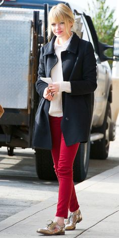 Emma Stone Jet-Set in Style: 22 Celebrity-Inspired Outfits to Wear on a Plane Emma Stone Style, Emma Stone Street Style, Estilo Emma Stone, Outfit Invierno, Estilo Retro, Inspirational Celebrities, Casual Work Outfits, Winter Outfits, Zara