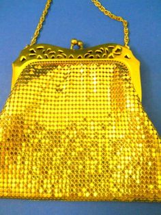 Whiting-amp-Davis-Gold-Mesh-Evening-Purse-USA-Made-Vintage-50-039-60-039-s-Ball-Closure