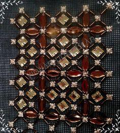 *Στράς μέτρου Τσεχοσλοβακίας σε 15 χρώματα. Κάθε μέτρο έχει 163 τεμάχια και πωλείται 9.80 ευρώ. *Χάντρες ''μακαρόνι'',σε στριφτό Τσεχοσλοβακίας.,ίσιο και σπαστό. Τιμή κιλού:από 20-50 ευρώ.Πετρούλες οπως βλεπετε εδώ,η μια γρόσα(144 τεμ.) απο 2-4 ευρώ. Αγοράζεται όσο επιθυμείτε.Τηλ:22210 74152.Γιούλη Μαραβέλη-Χαλκίδα.