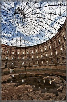 Urban Explorer Infiltrates an Abandoned Gasometer | Urban Ghosts |