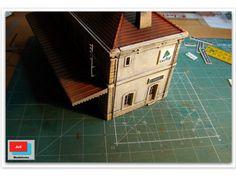 Imágenes de la estación en sus últimas fases de montaje, y su posterior instalación en la maqueta.  http://ju5modelismo.blogspot.com.es/