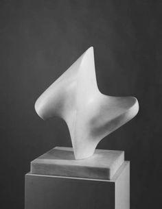 Henry Moore, Upright Form: Knife-Edge, 1966