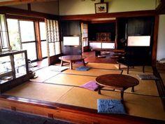 古き良き風景を楽しもう。全国の縁側カフェまとめ Japanese Style House, Traditional Japanese House, Japanese Architecture, Interior Architecture, Tatami Room, Hobby House, Japanese Interior Design, Apartment Interior, My Dream Home