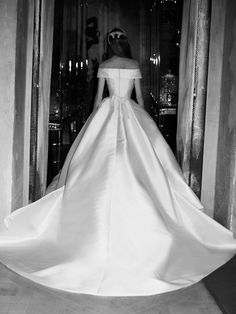 The new Elie Saab wedding dresses have arrived! Take a look at what the latest Elie Saab bridal collection has in store for newly engaged brides. Wedding Dressses, Wedding Dress Trends, Bridal Wedding Dresses, Designer Wedding Dresses, Bridal Style, Berta Bridal, Couture Wedding Gowns, Wedding Ideas, Robes Elie Saab