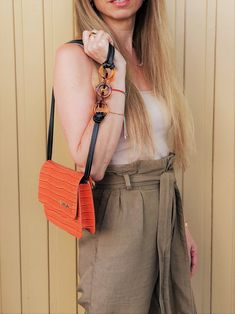 Discover the modern way to wear neutrals. #styleblog #styleideas #styleinspiration #howtowearneutrals Color Beige, Chanel Boy Bag, Straw Bag, Neutral, Style Inspiration, Outfits, Shoulder Bag, Chic, Modern