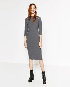 Imagen 1 de VESTIDO TUBO CON BOTONES de Zara