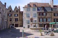 Terugweg Tweede tussenstop Auxerre 378 km waarvan 3.30 km autoweg 4.04 uur rijden waarvan 3.02 autoweg
