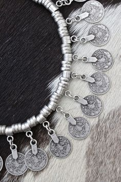☆ (via Sale Accessories Ethnic Jewelry, Bohemian Jewelry, Boho Gypsy, Hippie Boho, Ethno Style, Looks Vintage, Custom Jewelry, Boho Fashion, Jewelery
