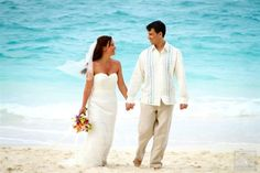The ocean offers the perfect back drop for beautiful Bahamas wedding photos