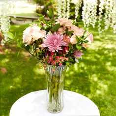 Even flower arrangements need something beautiful to be placed in. This flower vase makes any flower bouquet a piece of art. Flowers Dp, Beautiful Flowers, Wedding Flowers, Fresh Flowers, Flower Vase Making, Flower Vases, Wallpaper Nature Flowers, Harry Styles Wallpaper, Watercolor Flowers