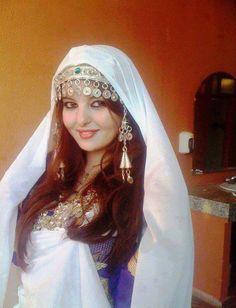 Moroccan Berb Woman  - Maroc Désert Expérience tours http://www.marocdesertexperience
