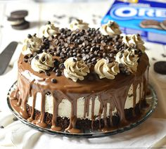 Oreo Cheesecake Chocolate Cake, so decadent chocolate cake recipe. Oreo cheesecake sandwiched between two layers of soft, rich and fudgy chocolate cake. Oreo Cheesecake, Chocolate Cheesecake, Cheesecake Recipes, Dessert Recipes, Recipes Dinner, Chocolate Oreo Cake, Decadent Chocolate Cake, Chocolate Desserts, Oreo Desserts