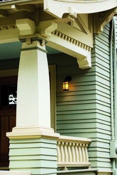 You could almost call this house a Bungalow-square! The house in Portland, Oregon, has a foursquare plan typical of its 1911 date, but it is decked out in artistic Craftsman details inside and out. Craftsman Bungalow Exterior, Craftsman Columns, Craftsman Porch, Craftsman Decor, Craftsman Style Homes, Craftsman Bungalows, Craftsman House Numbers, Craftsman Remodel, Craftsman Kitchen