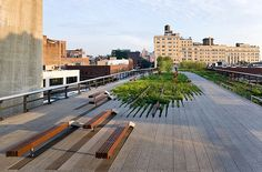 December High Line was originally constructed in the to lift dangerous freight trains off Manhattan's streets. The High Line is designed by landscape designers James Cor… Urban Landscape, Landscape Design, New York High Line, Highline Park, Summer In Nyc, National Building Museum, Urban Architecture, Cultural Architecture, Urban Furniture