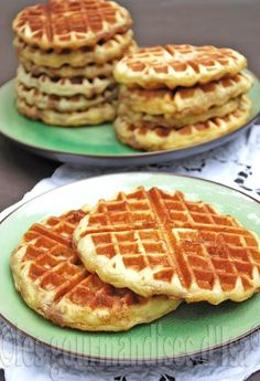 "I may even have known as this recipe: ""cinnamon buns within the form of a waffle"" as a result of to make this recipe, I left … Breakfast And Brunch, Healthy Dessert Recipes, Easy Desserts, Other Recipes, Sweet Recipes, Cinnamon Waffles, Desserts With Biscuits, Beignets, Cooking Chef"