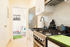 Apartment in New York, United States. Stay in the big apple like a local in one of most central areas in NYC. Located 2 blocks away from the magnificent view of the Brooklyn and Manhattan Bridge. Surrounded by great food, bars, art galleries, and tons of shopping stores near by. Enjoy... - Get $25 credit with Airbnb if you sign up with this link http://www.airbnb.com/c/groberts22