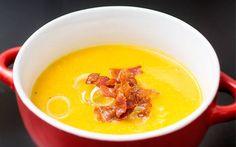Pompoen is weer hip en is steeds vaker weer in de Nederlanse keuken te vinden. Hierbij mijn recept voor pompoensoep met spekjes.