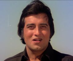 Vinod Khanna - - Actor, Producer - died at age Vintage Bollywood, Indian Bollywood, Bollywood Stars, Old Film Stars, Vinod Khanna, Cleft Chin, Hema Malini, Bollywood Celebrities, Films