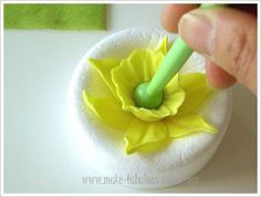 Lots of tutorials here http://www.make-fabulous-cakes.com/gum-paste-daffodil.html