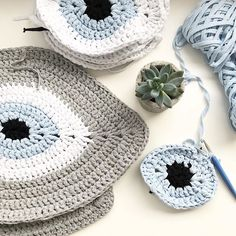 Working on orders today, wish you all a great week! Crochet Cross, Love Crochet, Double Crochet, Easy Crochet, Knit Crochet, Crochet Flowers, Bralette Pattern, Knit Rug, Crochet Purses