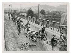 Never Miss A Bike Crash.....Vuelta Ciclista, 1933!