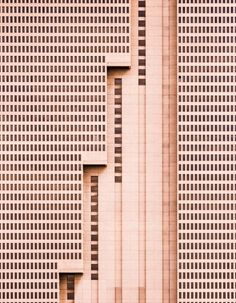 """""""The tallest building in Fort Worth, Texas, is this simple brutalist … - Architecture Design Ideas Architecture Design, Conceptual Architecture, Minimalist Architecture, Contemporary Architecture, Architecture Geometric, Classical Architecture, Arquitectura Wallpaper, Landscape Arquitecture, Brutalist"""