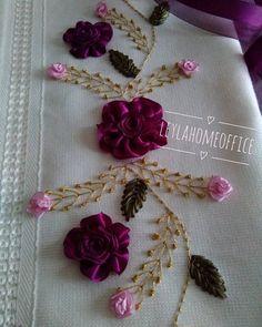 Wonderful Ribbon Embroidery Flowers by Hand Ideas. Enchanting Ribbon Embroidery Flowers by Hand Ideas. Embroidery Needles, Silk Ribbon Embroidery, Hand Embroidery Patterns, Floral Embroidery, Embroidery Designs, Ribbon Art, Ribbon Crafts, Cross Stitch Designs, Stitch Patterns