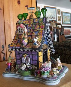 Carla Dake has created a wonderful whimsical birdhouse mosaic. She has featured my old Sweet Shoppe dinnerware in the birdhouse. The house is filled with fun surprises. It is absolutely adorable! You can see her process and how she did. Mosaic Crafts, Mosaic Projects, Mosaic Art, Mosaic Glass, Glass Art, Art Projects, Stained Glass, Mosaic Designs, Mosaic Patterns