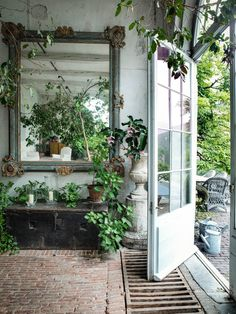 That brick floor is gorgeous! Axel Vervoordt from Elle Country UK magazine Casas Shabby Chic, Halls, European Home Decor, Country Decor, Country Uk, Houseplants, Indoor Plants, Interior And Exterior, Home And Garden