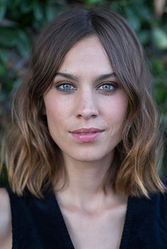 Alexa Chung trägt die Out-of-Bed-Frisur in Perfektion. Superlässig.