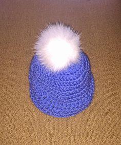 Μπλε χειροποίητο πλεχτό μάλλινο σκουφάκι με  πραγματικό γούνινο άσπρο πομ πομ / Blue handmade knitted woolen hat with real fur white pom pom
