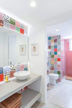 Common Sense Home Security Tips Toilet Tiles Design, Washroom Design, Bathroom Interior Design, Bathroom Storage Solutions, Small Bathroom Storage, Alarm Systems For Home, Home Security Tips, Bathroom Renos, Home Trends