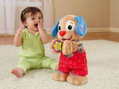 A los 6 meses el bebé disfruta tocando distintas texturas, le llaman la atención los colores, escucha atentamente los sonidos, y es capaz de moverse con ritmo, provocando nuestras risas y aplausos.