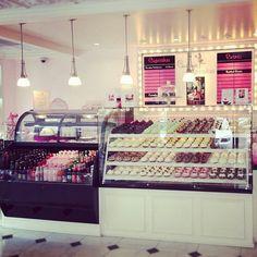 I want a coffe shop so bad! >.