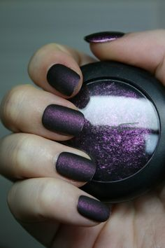loose eye shadow and clear nail polish for a matte finish