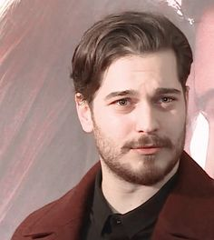 Turkish Men, Turkish Beauty, Turkish Actors, Feriha Y Emir, Handsome Celebrities, Actrices Hollywood, Dimples, Haircuts For Men, Hair Inspo