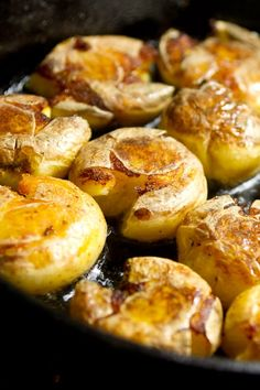 Fried Duck Fat Smashed Potatoes are the bomb! Spend the bucks for some duck fat and do these potatoes as they are the best potatoes on the planet! Smashed Potatoes Recipe, Fried Potatoes, Duck Fat Fries, Jai Faim, Scalloped Potato Recipes, Cast Iron Cooking, Potato Dishes, Sans Gluten, Good Food